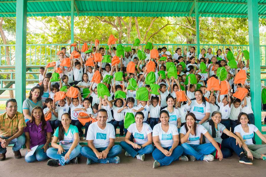 Fundafelices Estudiante Voluntarios Kit Escolar